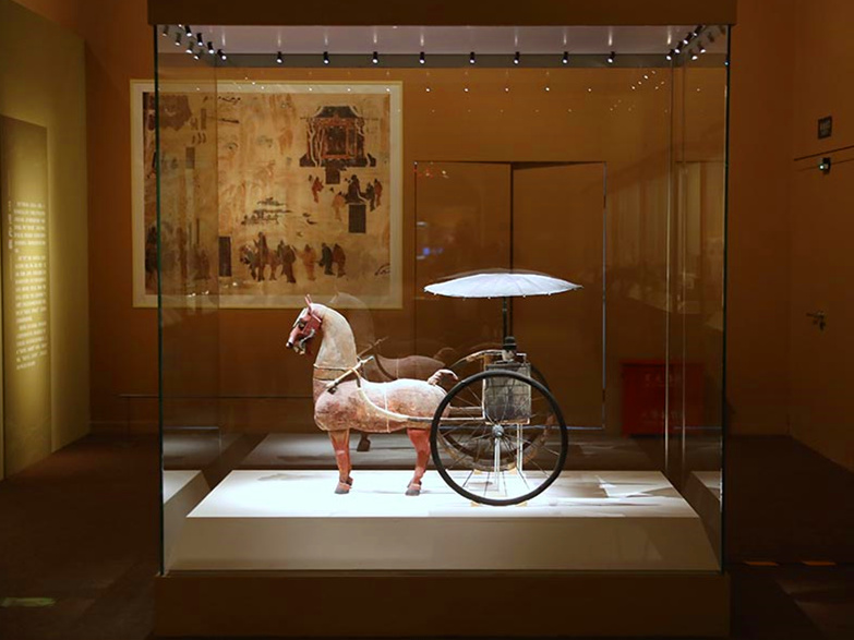 Gansu Silk Road artifacts on show in Beijing