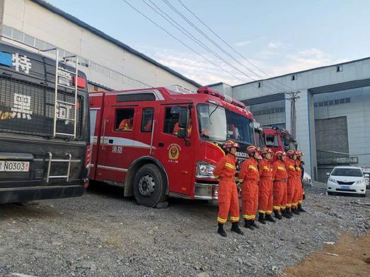 8 still trapped after China iron mine flooding