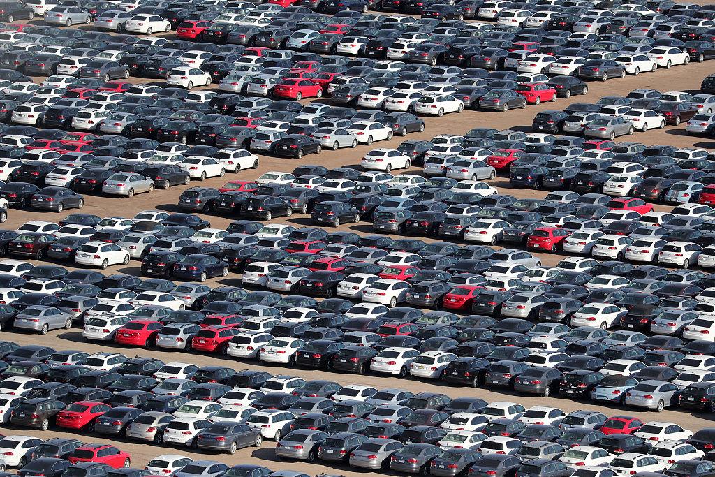 Trump delays auto tariffs, orders further negotiations