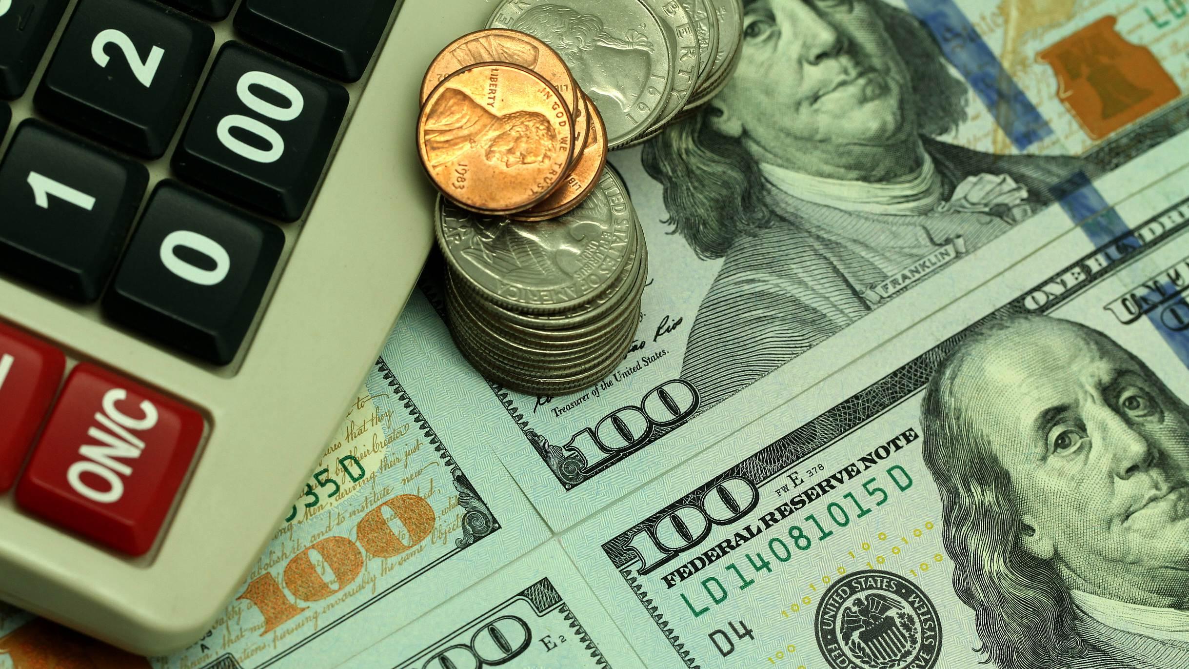 US dollar rises amid falling sterling, euro