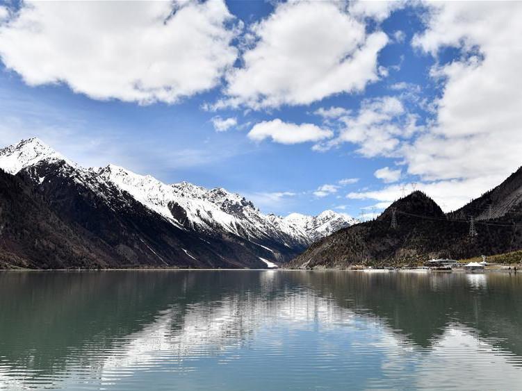 Scenery of Ra'og Lake in China's Tibet