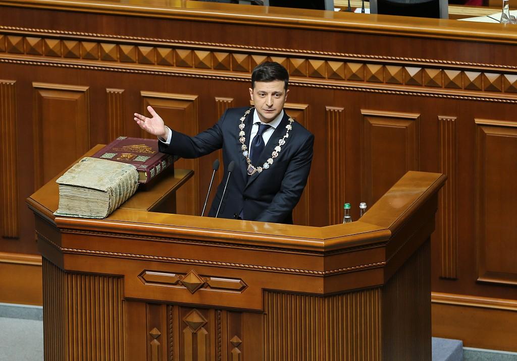 Ukraine's new president announces dissolution of parliament