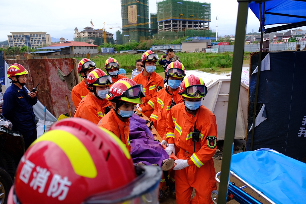 Death toll rises to 4 after bar collapses in south China