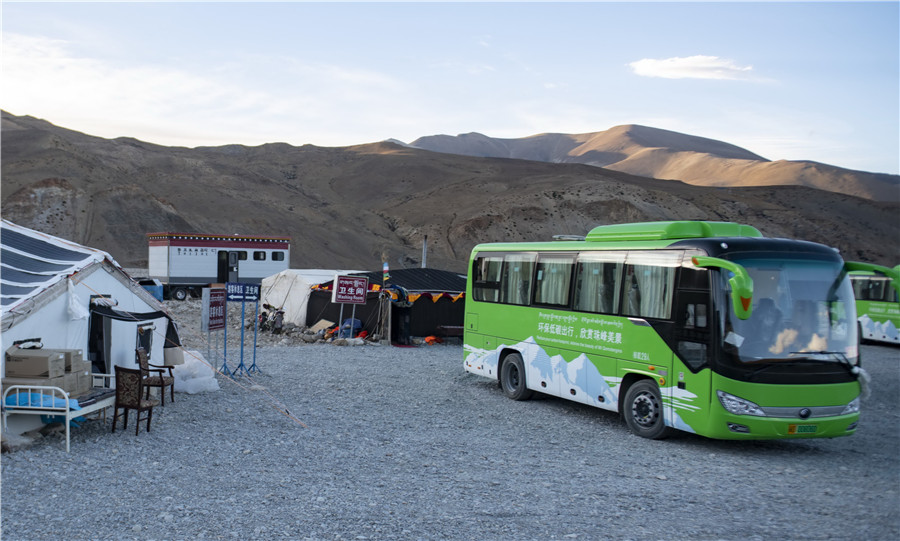 Qomolangma reserve tests clean energy buses