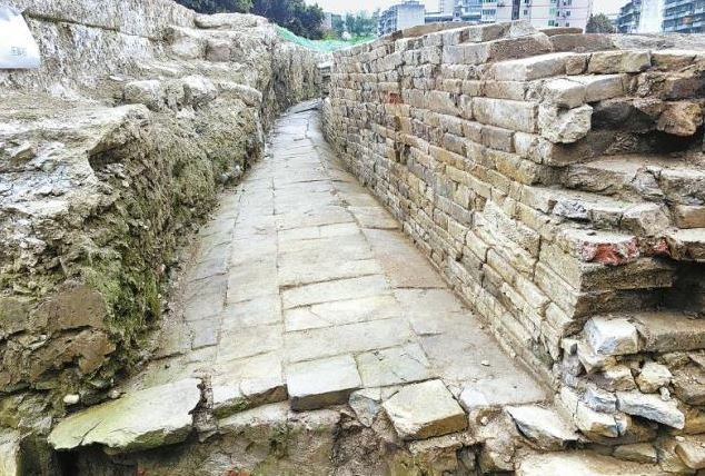 Ancient city wall discovered in Chengdu