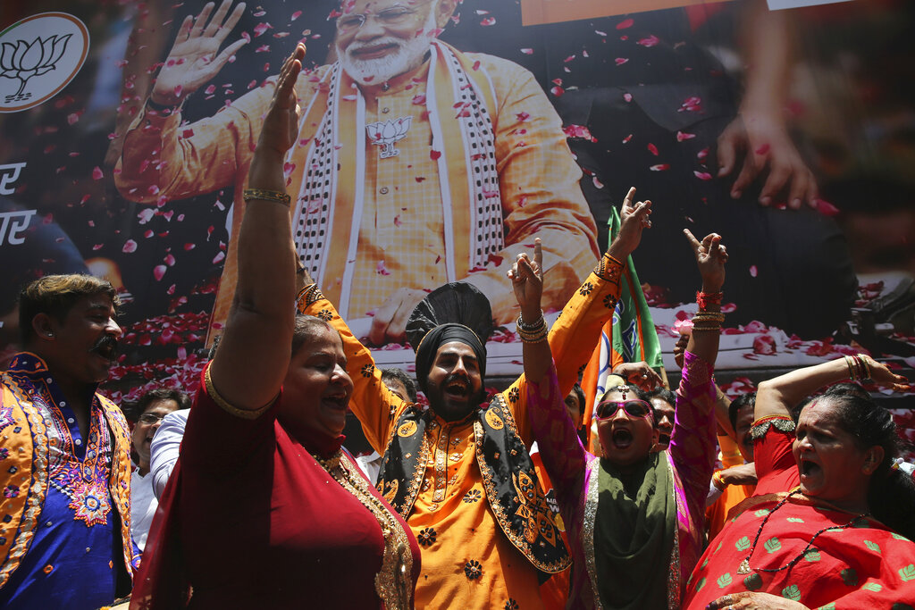 Modi's party builds on lead in India vote count