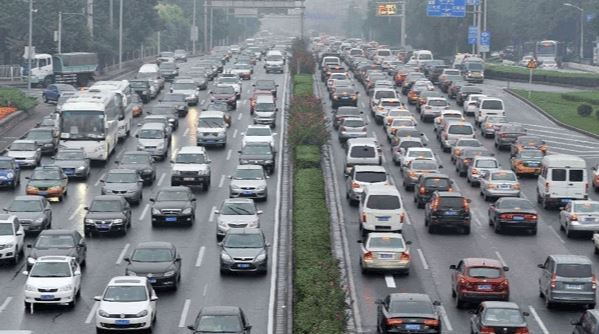 China makes driving-license application easier