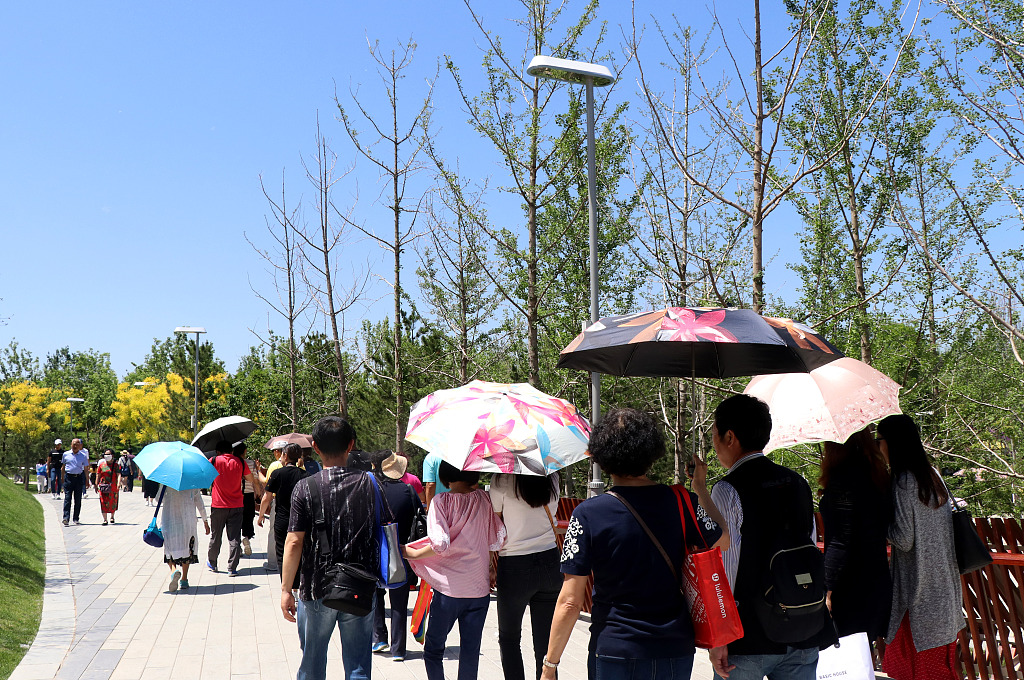 Chinese ready to prevent sunburn as summer arrives