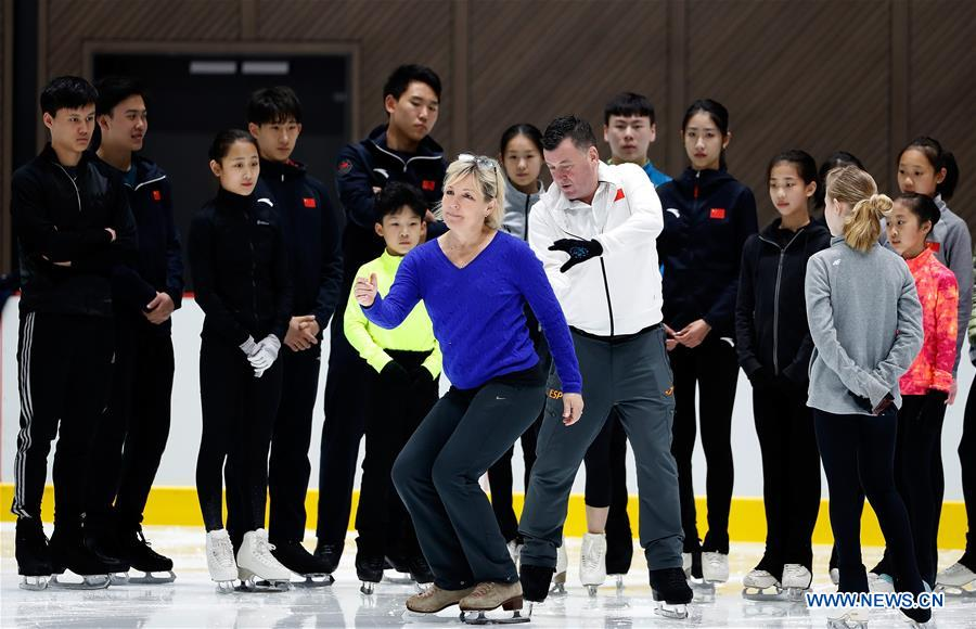 Canadian coaches give instructions to Chinese skaters in Beijing