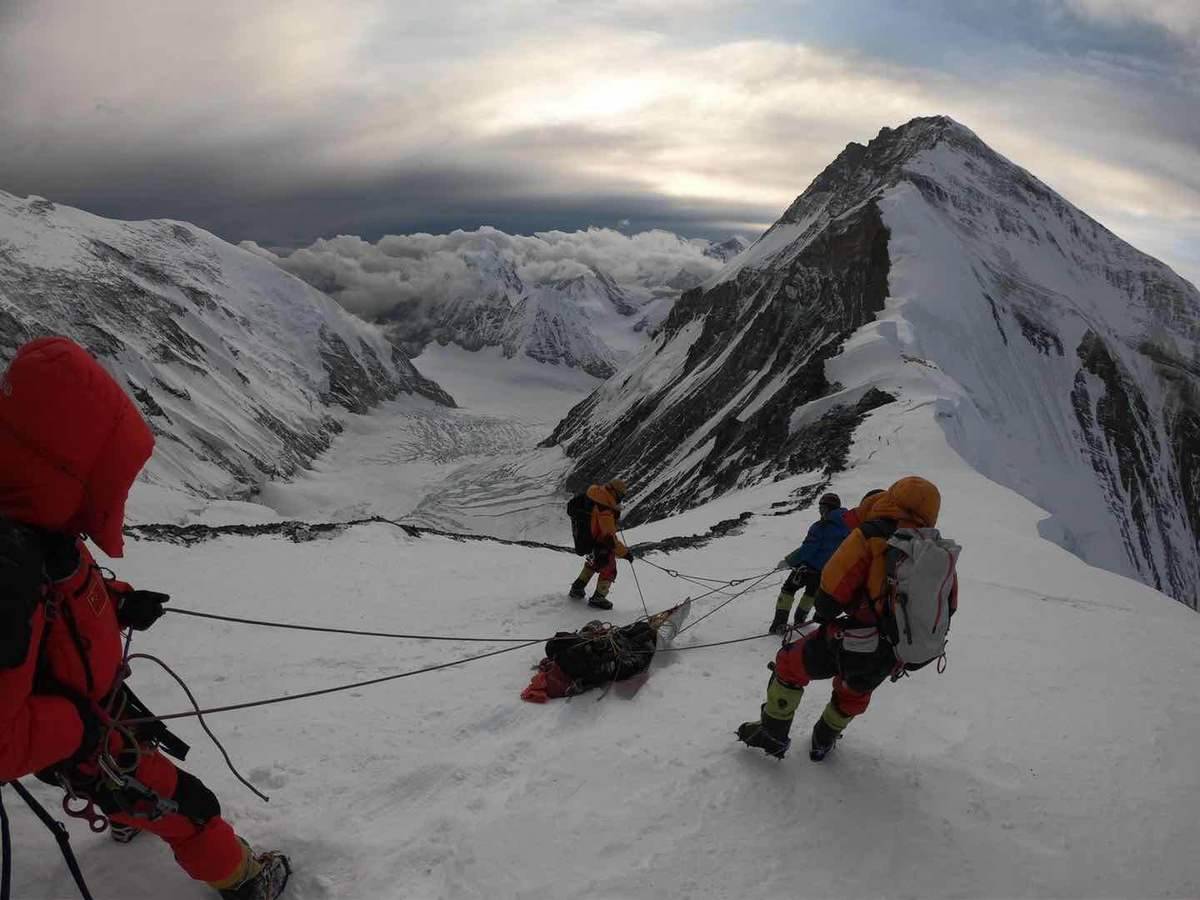 Chinese mountaineers rescue Australian climber