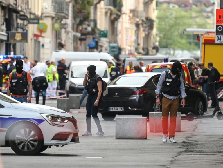 Police hunt for suspect in connection with Lyon blast