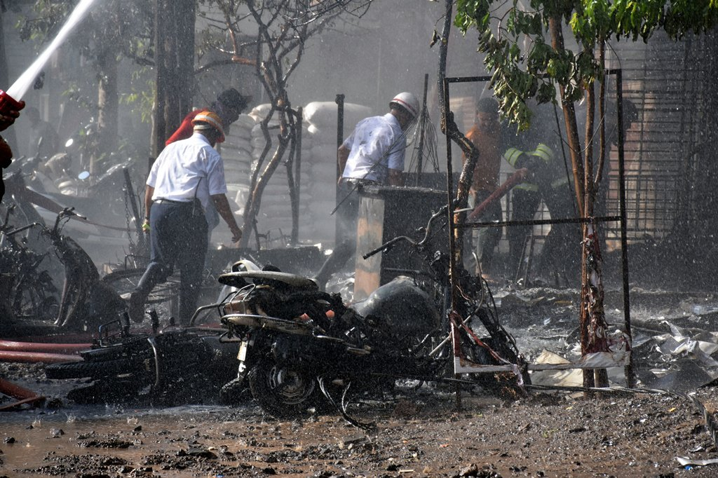 Death toll rises to 20 from western India building fire
