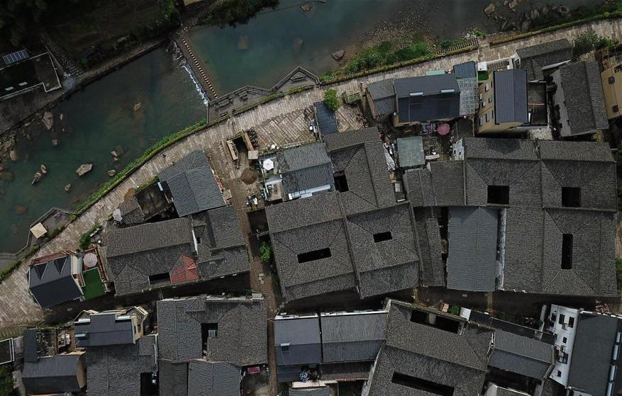 Shishe Village in Zhejiang attracts large number of tourists