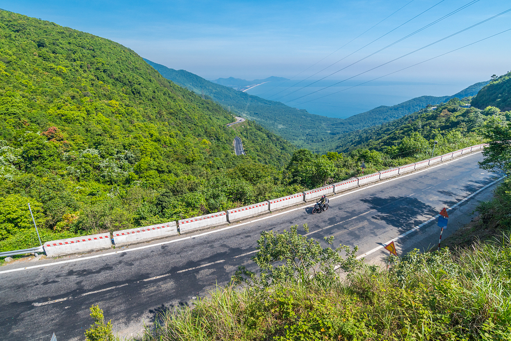 Vietnam to connect more bus routes with China-built urban railway