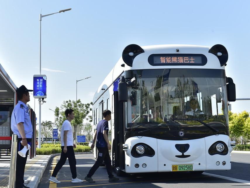 Smart 'Panda Bus' roams Tianjin streets