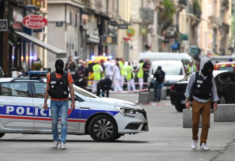 French police arrest.jpg