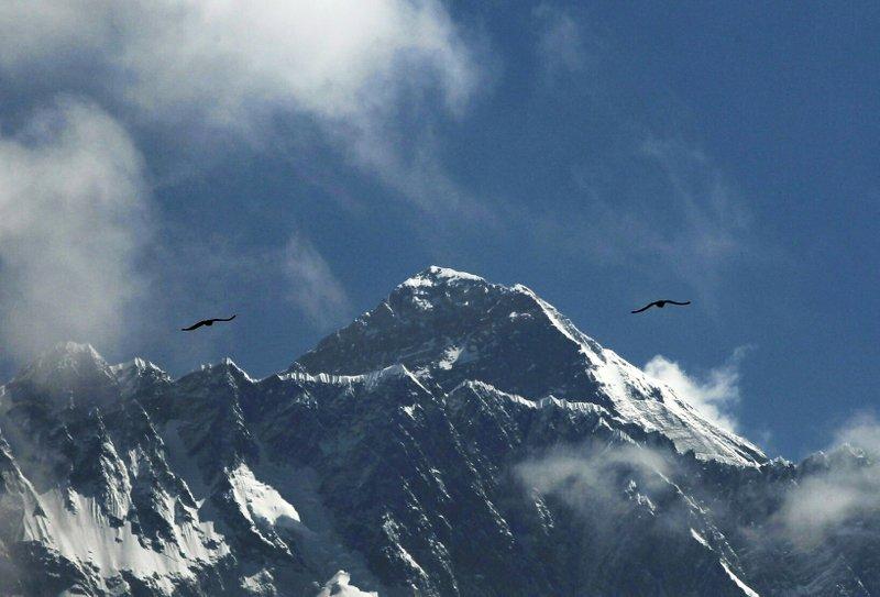 Mount Everest AP.jpeg