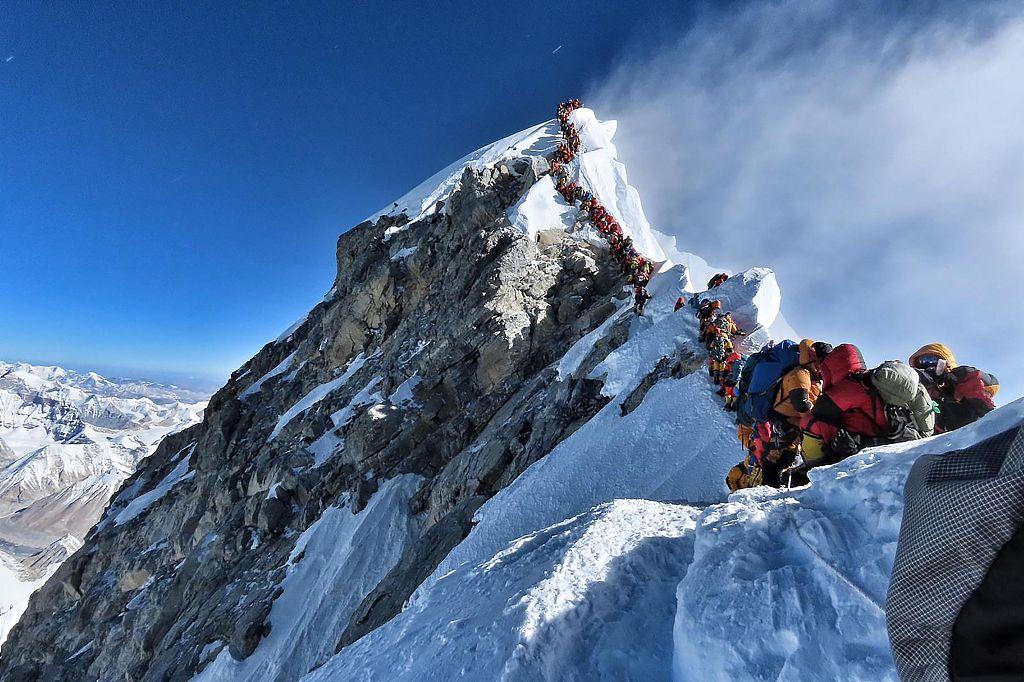 Colorado man dies after climbing atop Mt Qomolangma