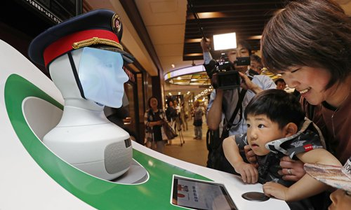 Xinjiang company promotes robot education