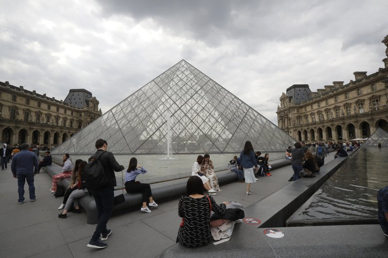 Louvre employees mull closing museum again over overcrowding