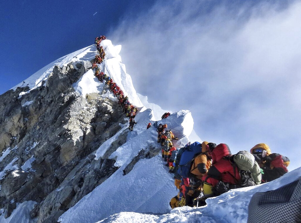 Deaths rise as 'traffic jams' continue on Mount Everest