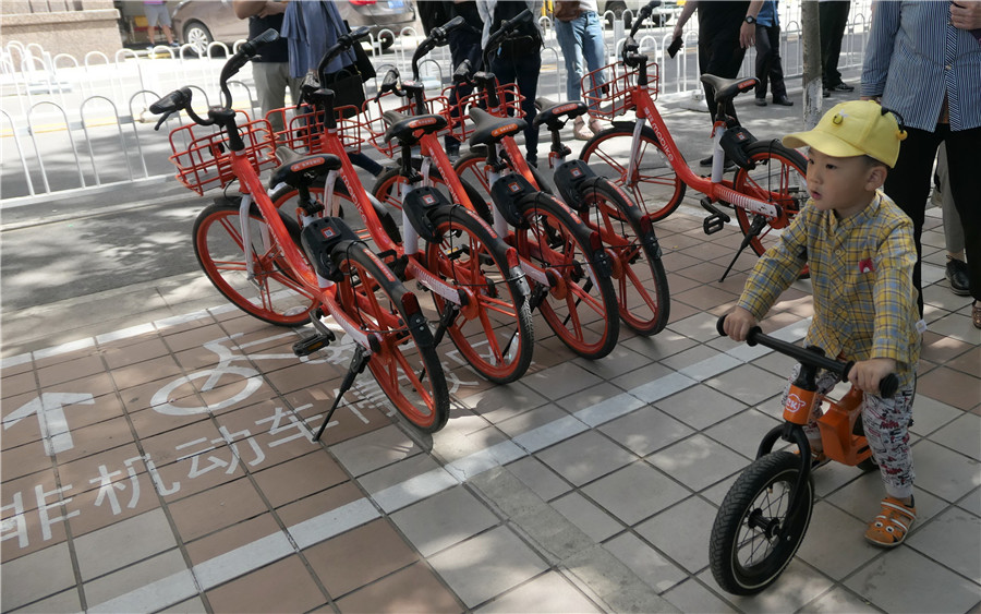 Beijing to establish parking areas for shared bikes