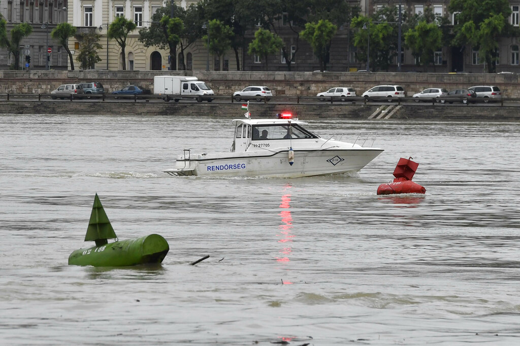 7 dead, 21 missing after S Korean tour boat sinks in Hungary