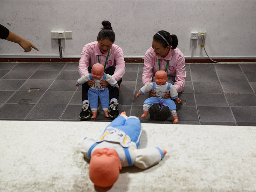 China to promote community-based elderly care, household services