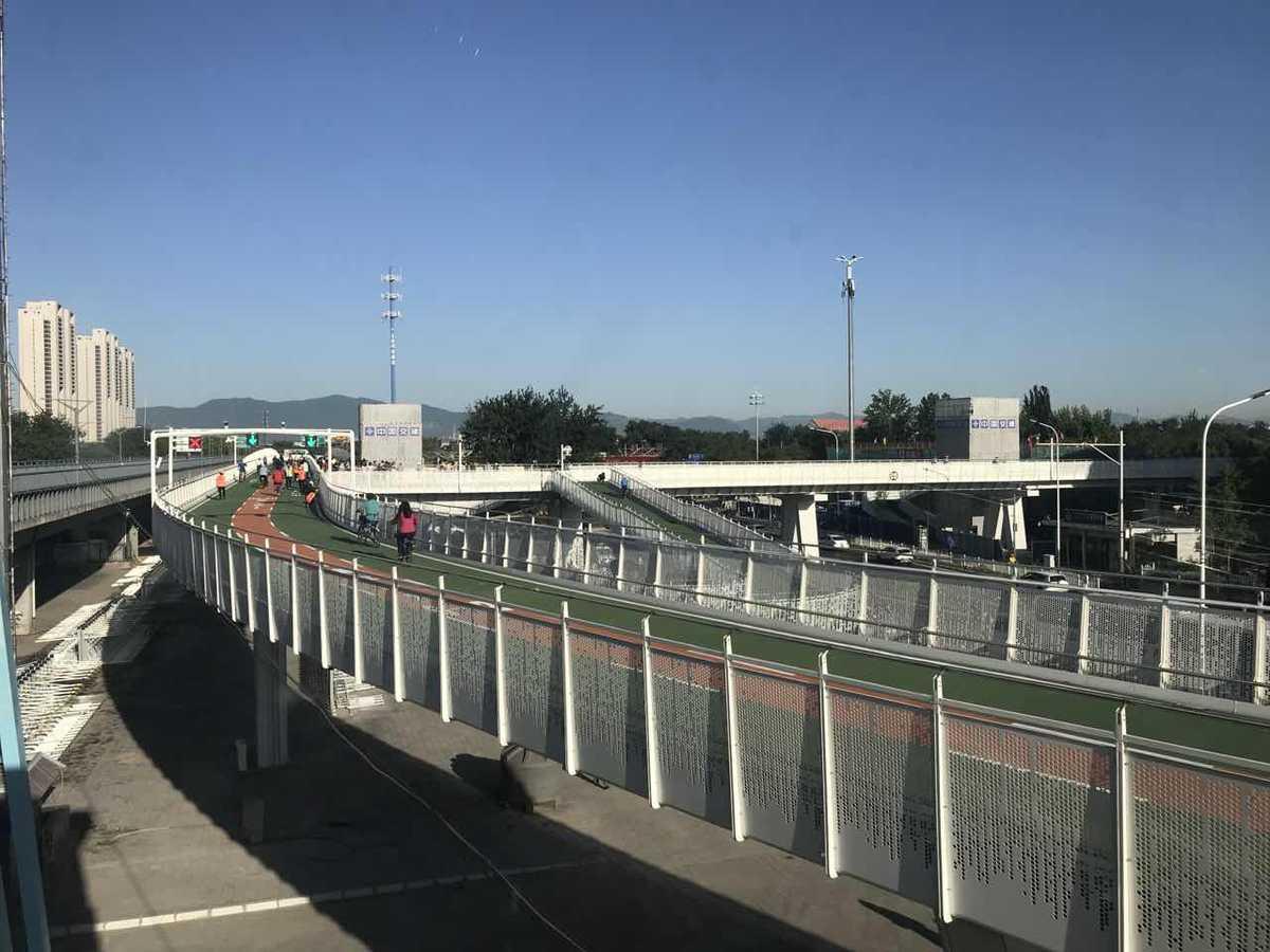 Beijing opens its first bikeway today