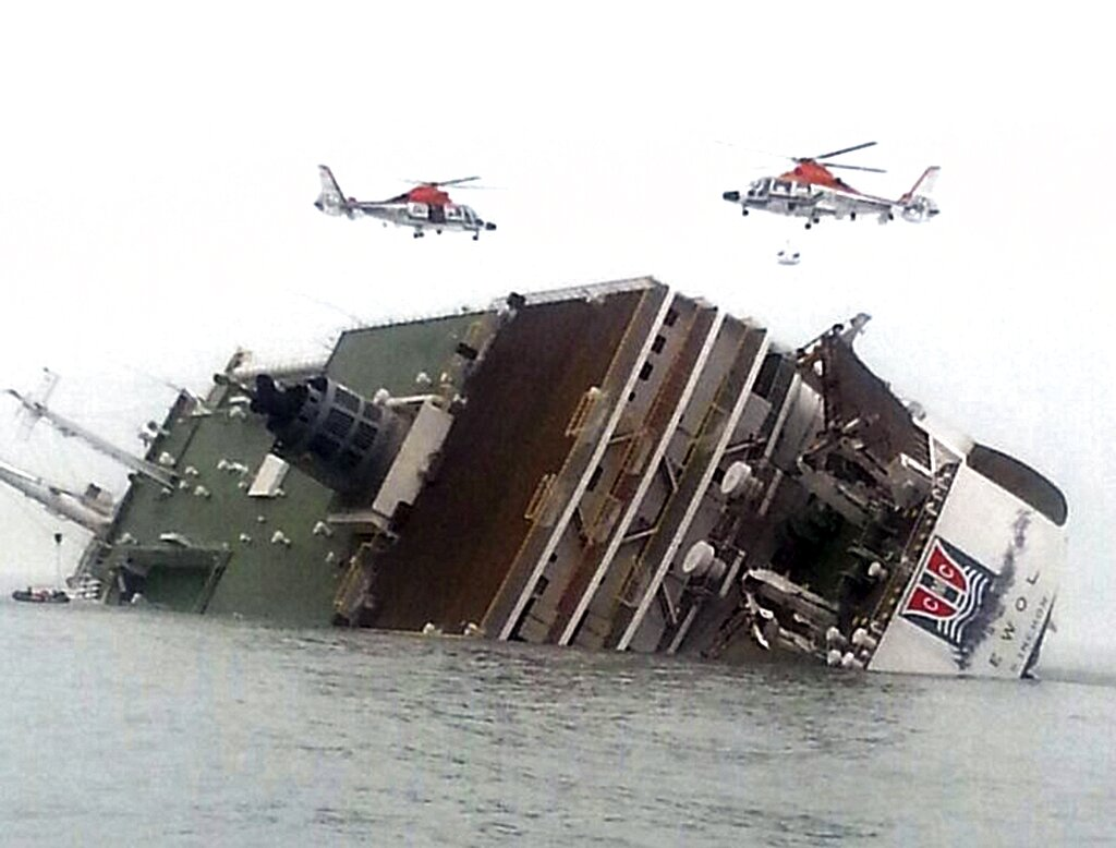 Tour boat sinking revives memories of SKorea ferry disaster