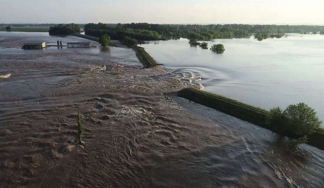 City of 4,500 in danger of flooding in US state of Arkansas