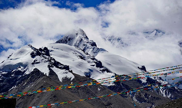 Tibet guards safety on highest mountain