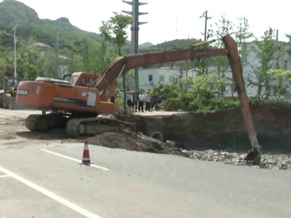 5 dead after metro tunnel collapse in east China