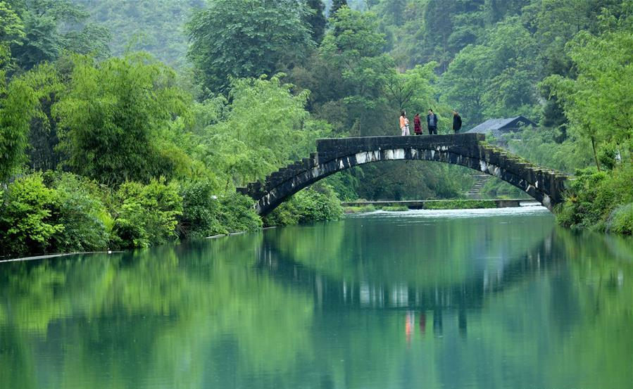 Arch stone bridges in China's Hubei attract lots of visitors