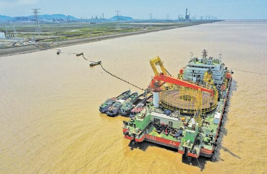China builds its first 500kv submarine power cable in Zhoushan Strait