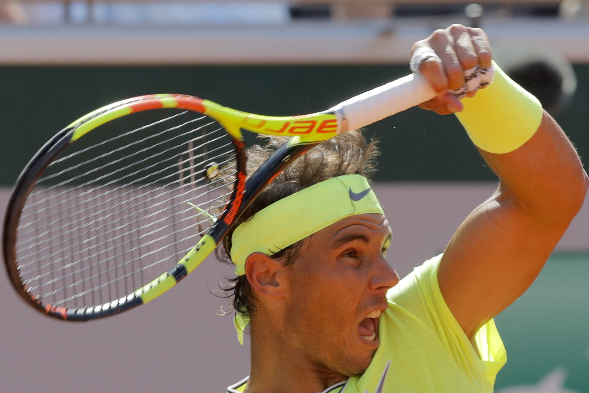 Straight sets wins: Nadal and Federer in French Open last 8