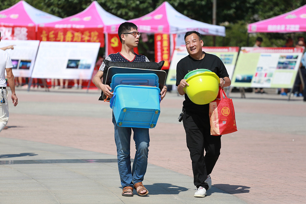 Survey shows most Chinese college students build rapport with parents