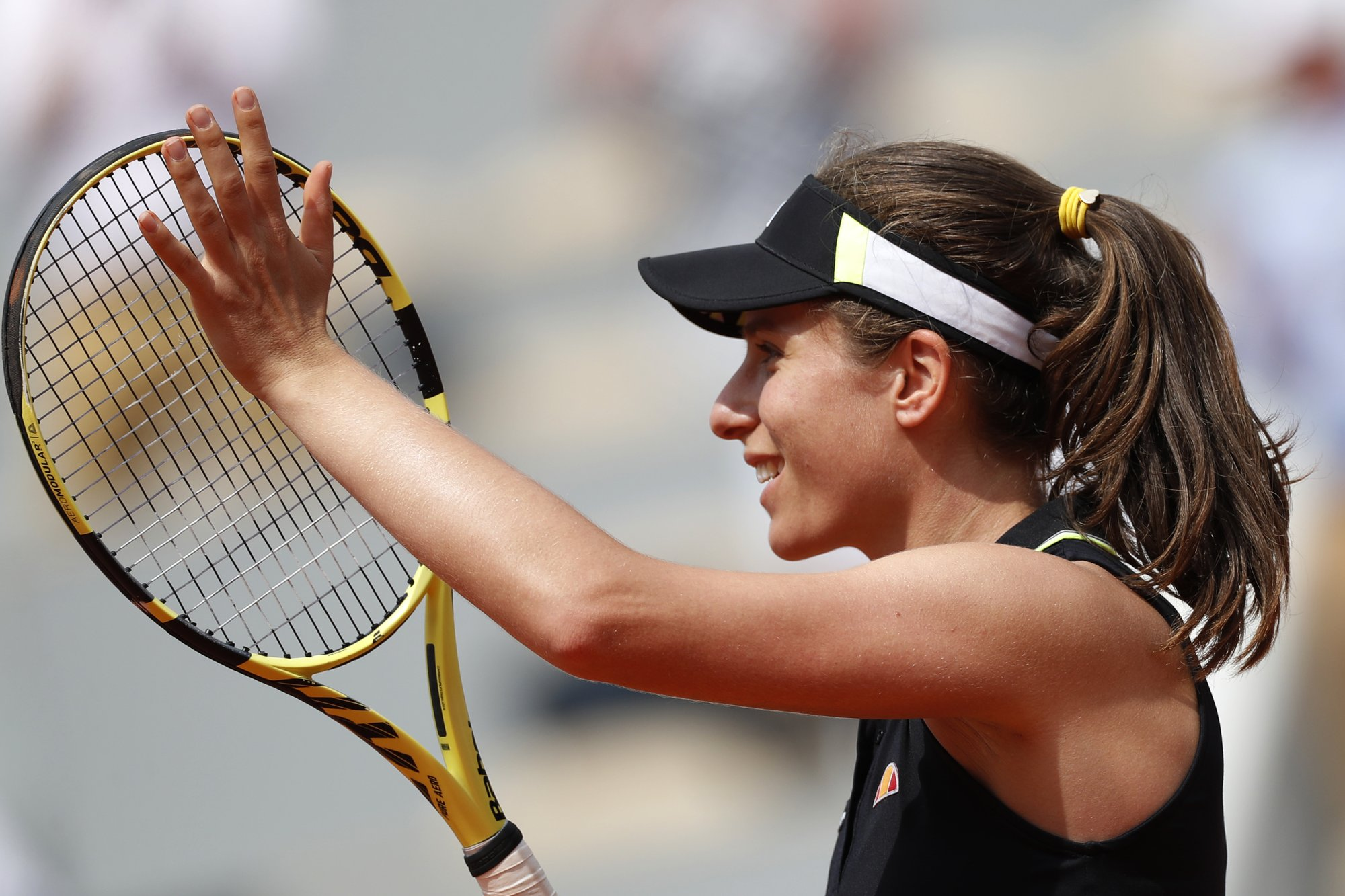 Konta sweeps Stephens off the court to reach French semis