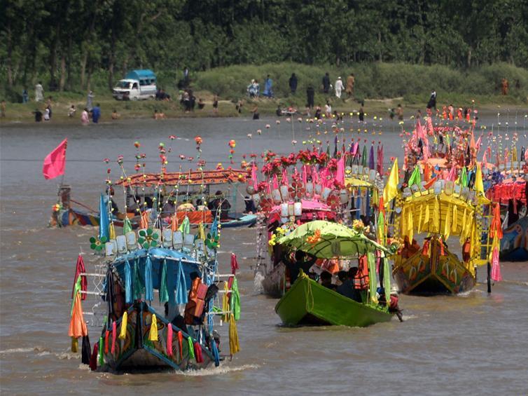 People enjoy boat ride during Eid al-Fitr holiday in Pakistan's Peshawar