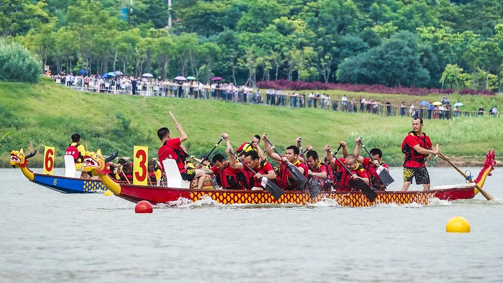 Dragon boat races boost international exchanges