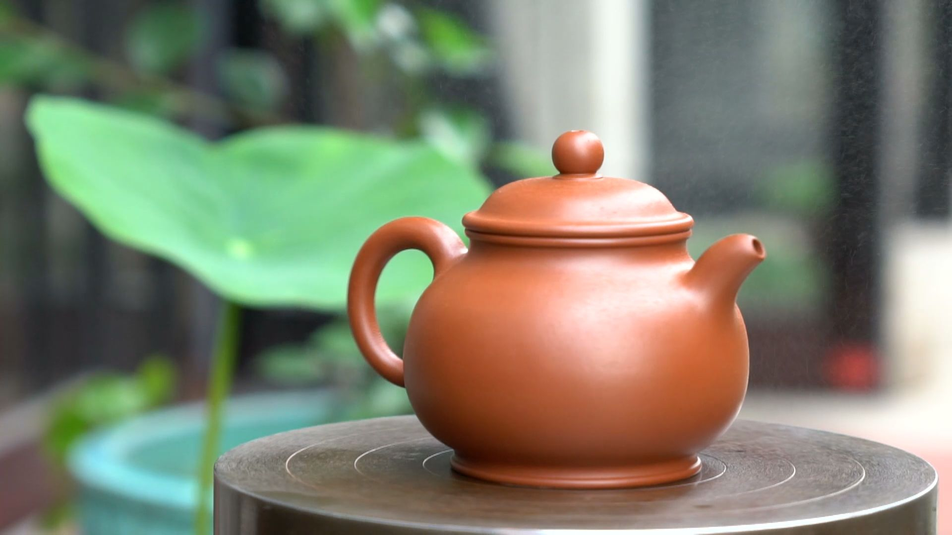 Passing down traditions: Promoting handmade teapot craft today