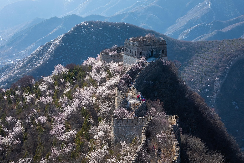 Beijing sets up village team to improve Great Wall protection