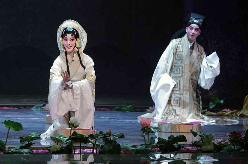 Traditional Chinese stagecraft gets modern reboot