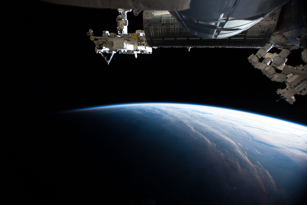 Space tourism gets boost from NASA