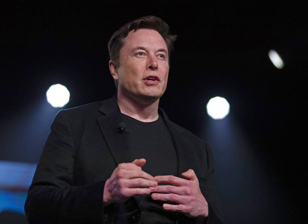 Tesla CEO lifts shareholder spirits, takes aim at media