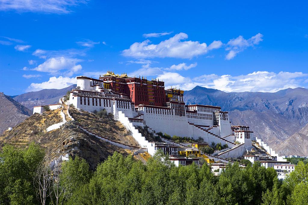 Xi sends congratulatory letter to Forum on Development of Tibet