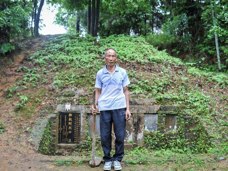 Pic story: grave keeper for Red Army martyr