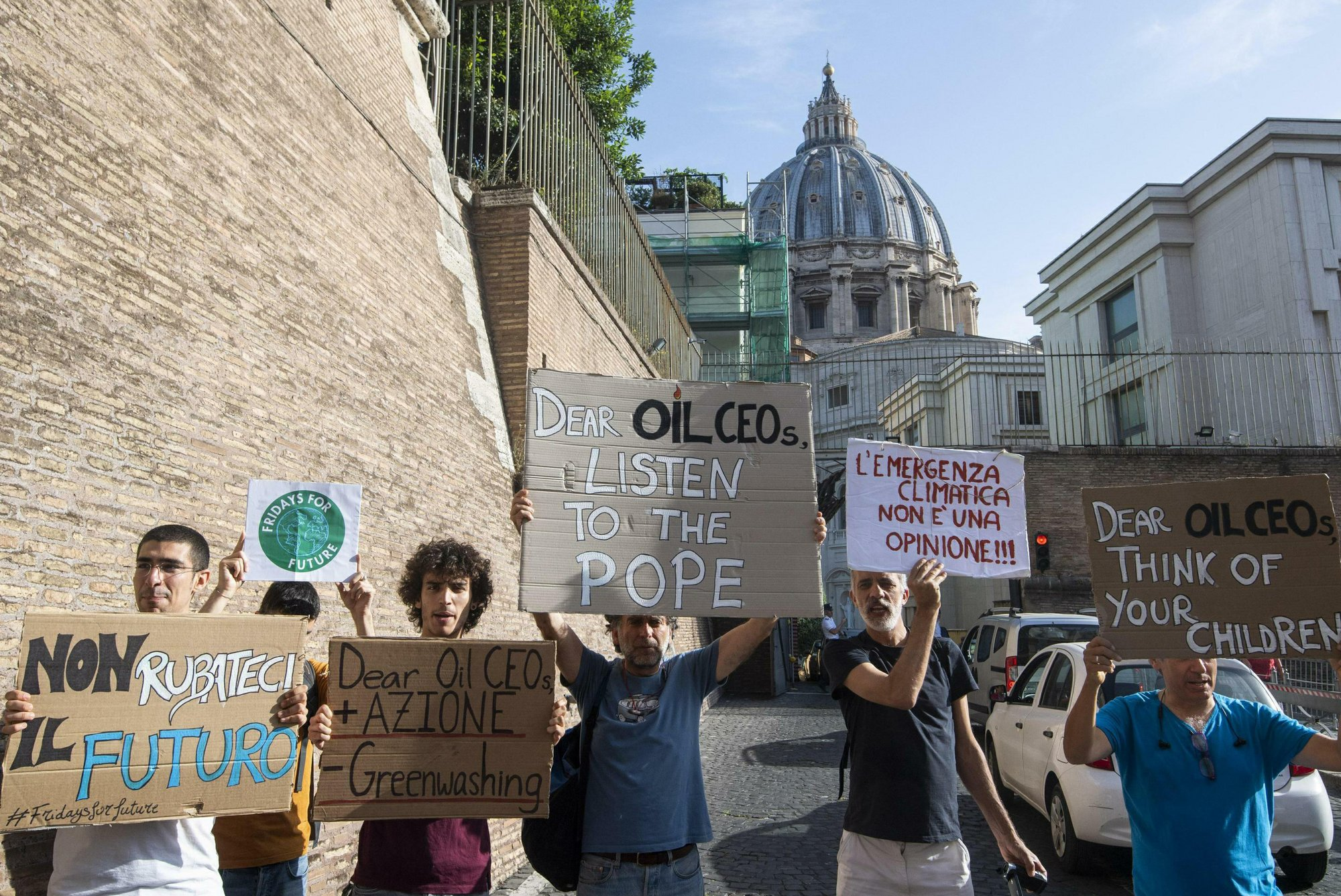 Oil firms commit to 'meaningful' carbon pricing