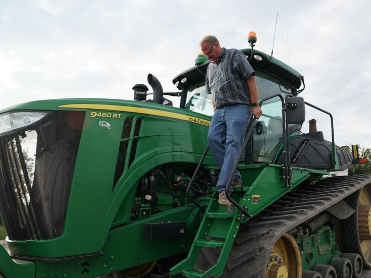 Midwest farmers devastated by historic floods, US-China trade tensions