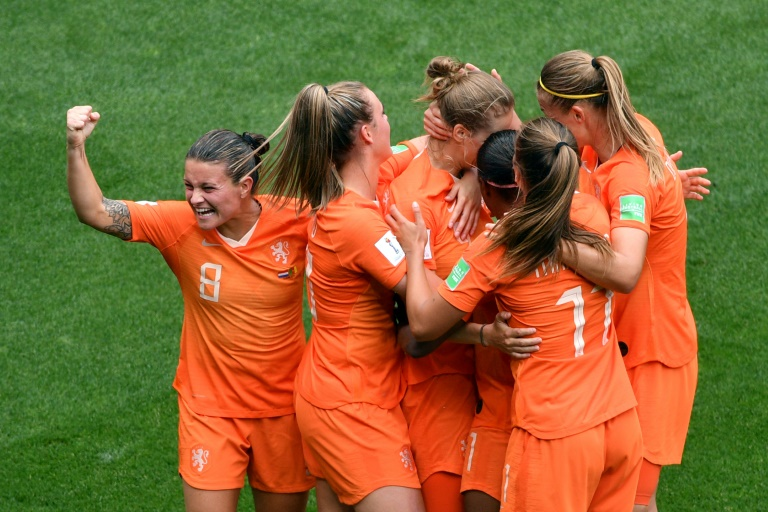 Netherlands and Canada cement second-round places, USA poised to join them